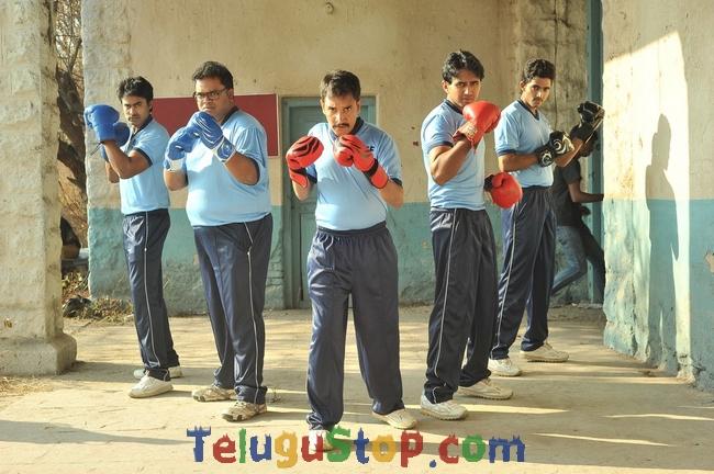 Aa Aiduguru Athade CM Movie Stills-Aa Aiduguru Athade Cm Movie Stills-