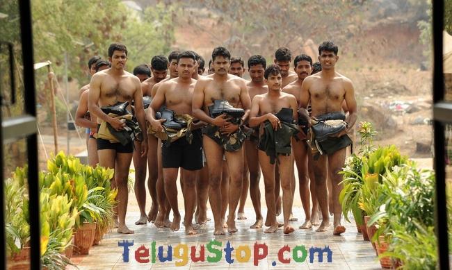 Aa iduguru movie stills- Photos,Spicy Hot Pics,Images,High Resolution WallPapers Download