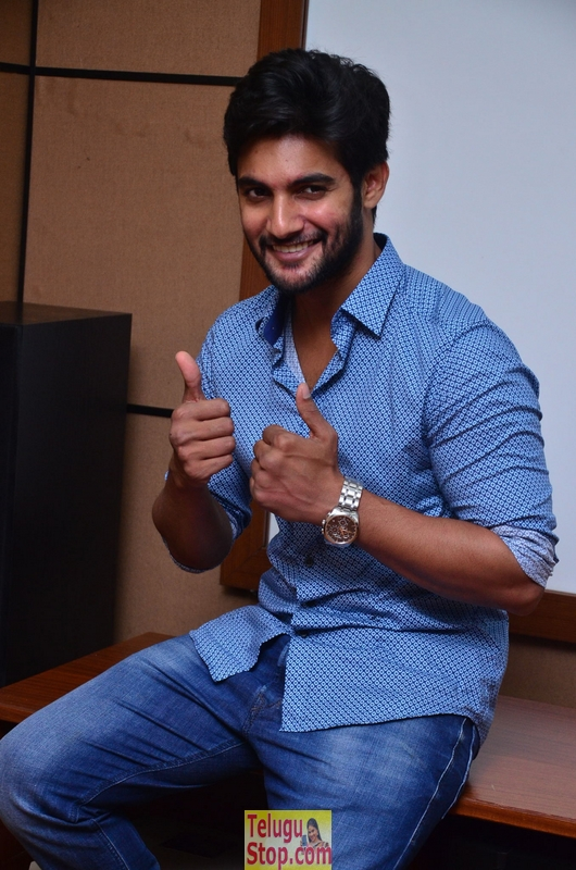Aadi interview stills- Photos,Spicy Hot Pics,Images,High Resolution WallPapers Download