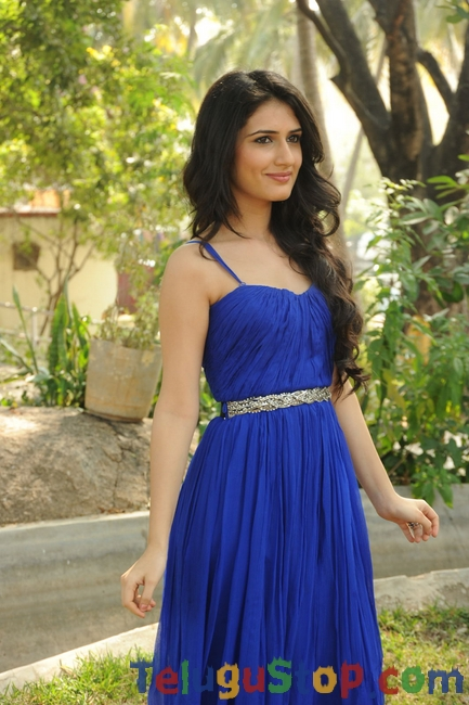 Actress sana new stills- Photos,Spicy Hot Pics,Images,High Resolution WallPapers Download
