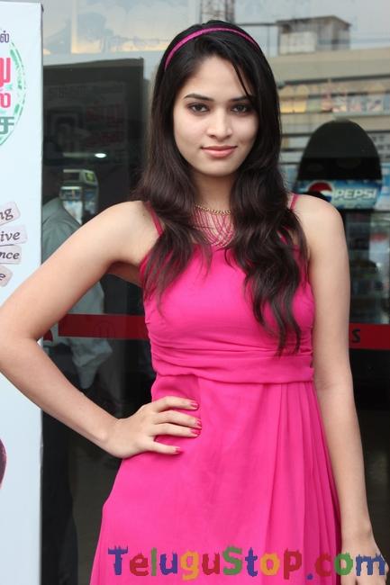 Actress Saniya Thara Stills-Actress Saniya Thara Stills-