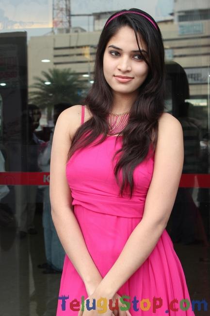 Actress saniya thara stills- Photos,Spicy Hot Pics,Images,High Resolution WallPapers Download