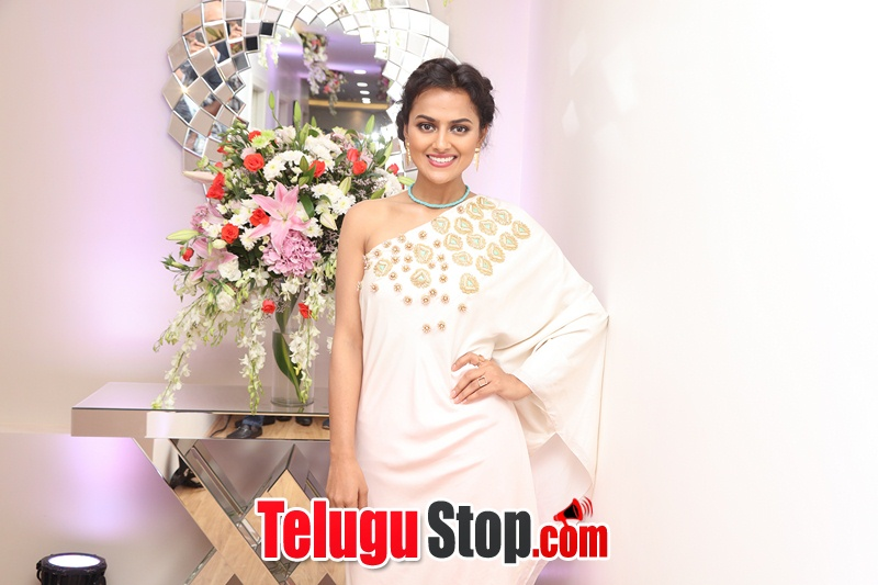 Actress shraddha srinath photos- Photos,Spicy Hot Pics,Images,High Resolution WallPapers Download