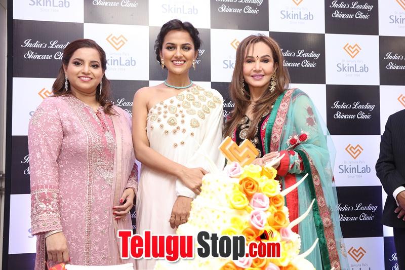 Actress Shraddha Srinath Photos-