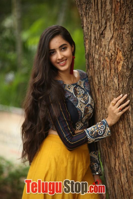 Actress Simrat Kaur Photos Stills Gallery-