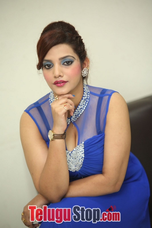 Actress sk attiya hot stills gallery- Photos,Spicy Hot Pics,Images,High Resolution WallPapers Download