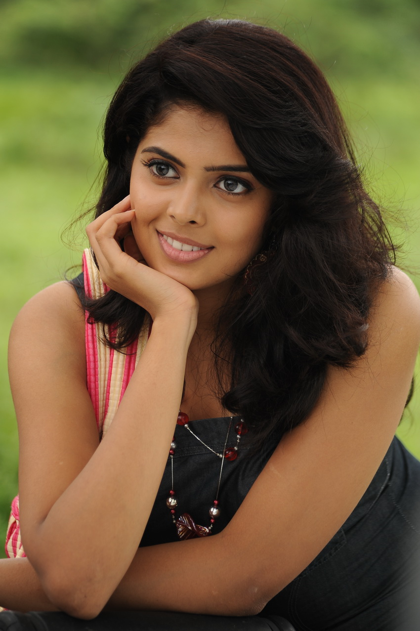 Actress sravya stills- Photos,Spicy Hot Pics,Images,High Resolution WallPapers Download