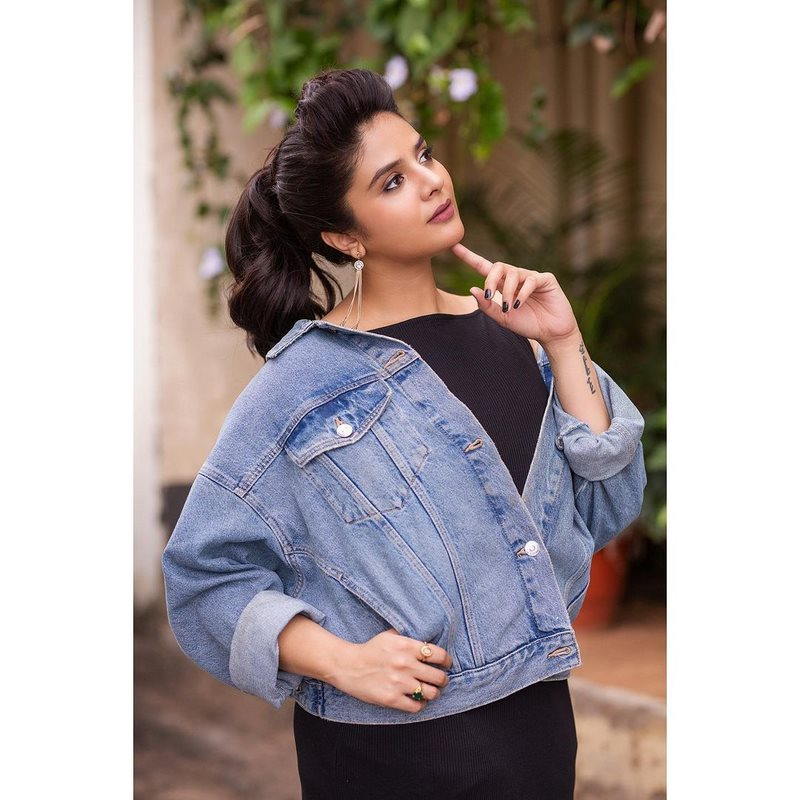 Actress sreemukhi makes heads turn with her glamorous images-Telugu Actress Sreemukhi, Actress Sreemukhi Makes Heads Turn With Her Glamorous Images, Anchor Sreemukhi Stunning Photoshot, Anchor Sreemukhi Wikipedia, Anchor Srimukhi Date Of Birth, Anchor Srimukhi Father, Anchor Srimukhi Instagram, Anchor Srimukhi Mother, Anchor Srimukhi Movies, Anchor Srimukhi Tattoo, Anchor Srimukhi Wiki, Images, Sreemukhi, Sreemukhi Images, Tollywood Actress Sreemukhi Sizzling Images. Actress Sreemukhi Photos,Spicy Hot Pics,Images,High Resolution WallPapers Download