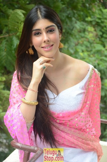 Aditi singh new pics- Photos,Spicy Hot Pics,Images,High Resolution WallPapers Download