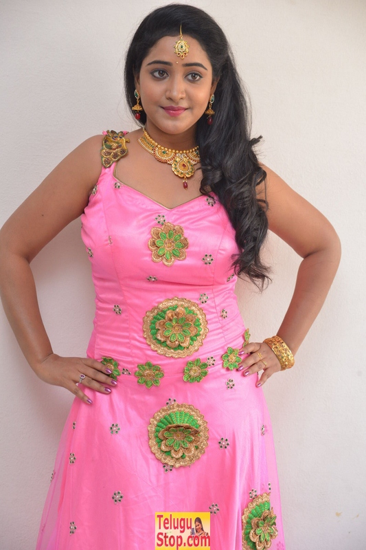 Aishwarya addala stills- Photos,Spicy Hot Pics,Images,High Resolution WallPapers Download