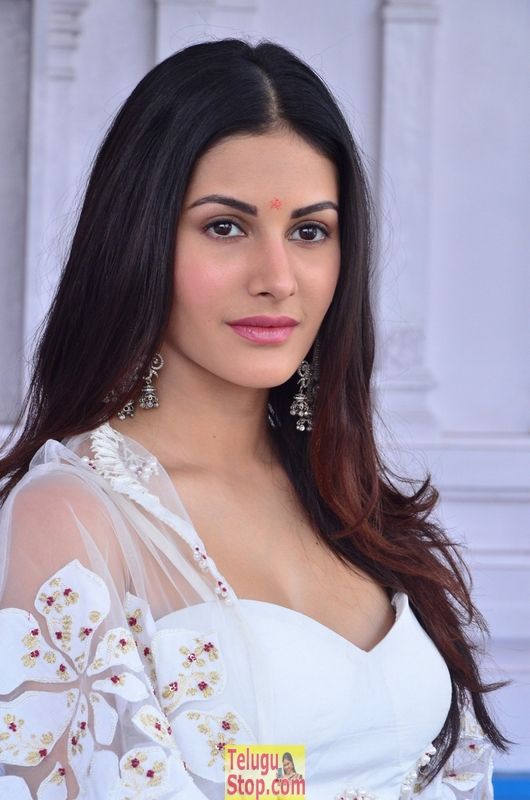Amyra dastur new stills 2- Photos,Spicy Hot Pics,Images,High Resolution WallPapers Download