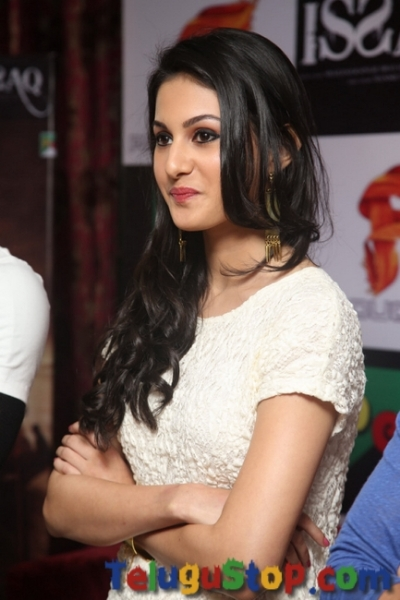 Amyra dastur stills- Photos,Spicy Hot Pics,Images,High Resolution WallPapers Download