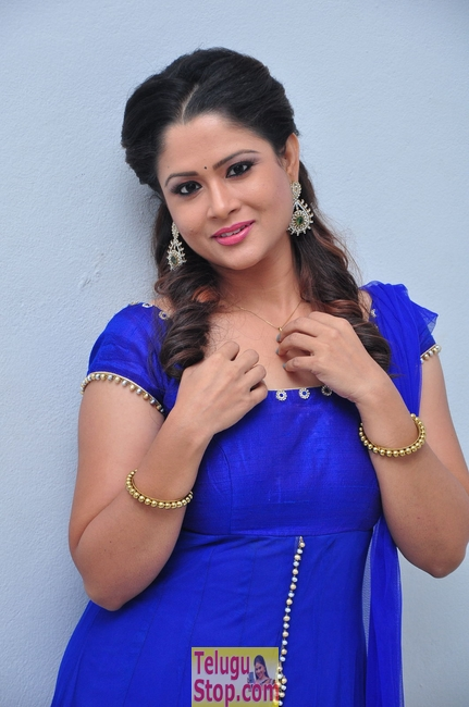Anchor shilpa chakravarthy stills- Photos,Spicy Hot Pics,Images,High Resolution WallPapers Download