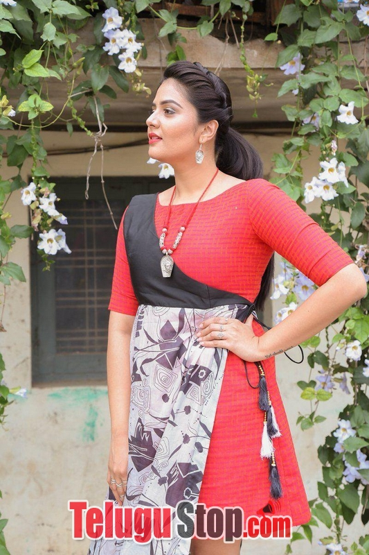 Anchor Sreemukhi Latest Pics--Telugu Actress Hot Photos Anchor Sreemukhi Latest Pics-
