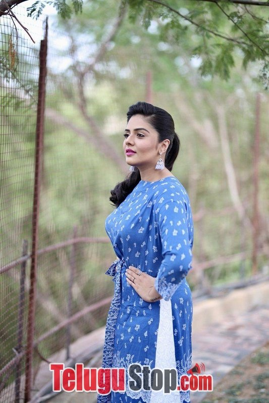 Anchor sreemukhi latest pics- Photos,Spicy Hot Pics,Images,High Resolution WallPapers Download