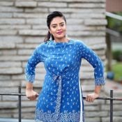 anchor-sreemukhi-latest-pics02