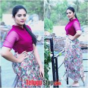 anchor-sreemukhi-latest-pics03