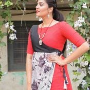 anchor-sreemukhi-latest-pics20