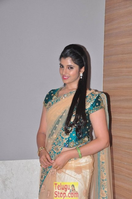 Anchor syamala latest pics- Photos,Spicy Hot Pics,Images,High Resolution WallPapers Download
