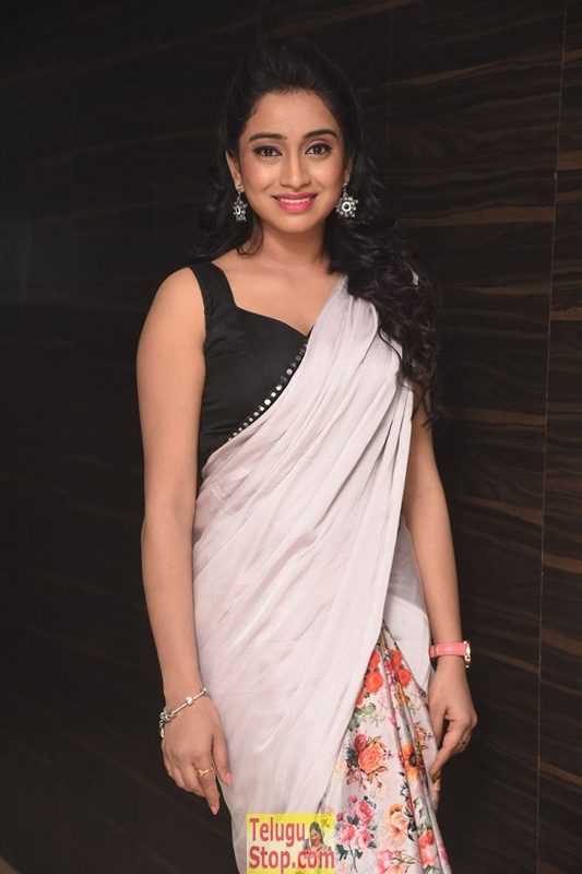 Anchor vidya new stills- Photos,Spicy Hot Pics,Images,High Resolution WallPapers Download