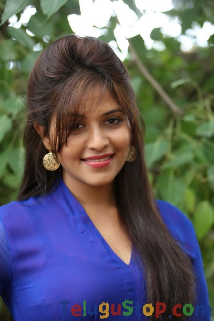 Anjali latest pics- Photos,Spicy Hot Pics,Images,High Resolution WallPapers Download