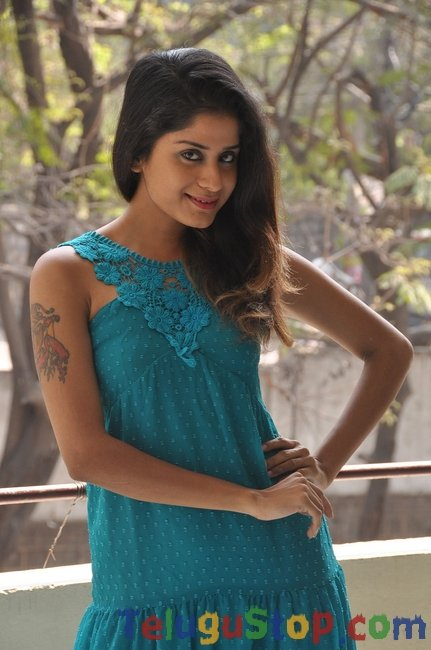 Anukriti latest stills- Photos,Spicy Hot Pics,Images,High Resolution WallPapers Download