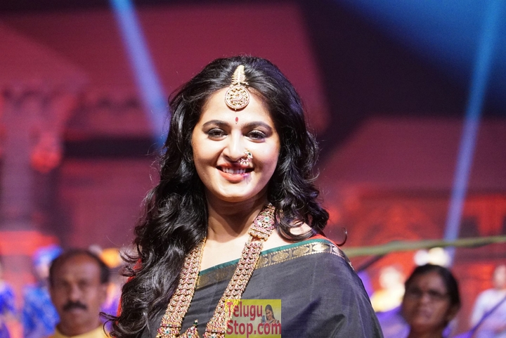 Anushka Latest Stills-Anushka Latest Stills-
