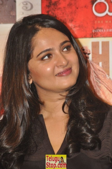 Anushka new gallery- Photos,Spicy Hot Pics,Images,High Resolution WallPapers Download