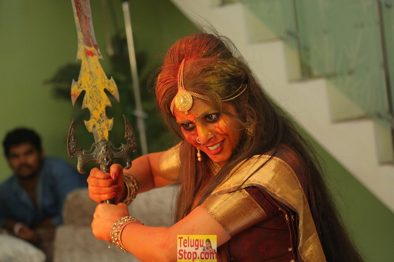 Avanthika movie stills- Photos,Spicy Hot Pics,Images,High Resolution WallPapers Download