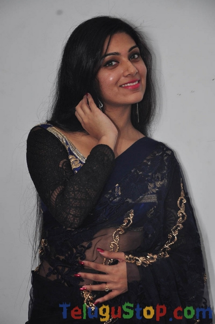 Avanthika stills 2- Photos,Spicy Hot Pics,Images,High Resolution WallPapers Download