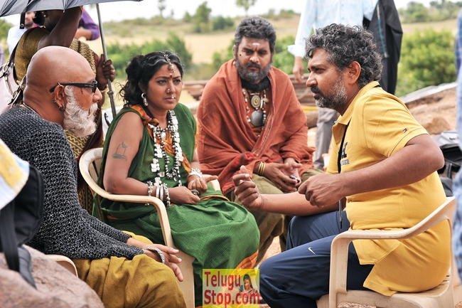 Bahubali movie working stills- Photos,Spicy Hot Pics,Images,High Resolution WallPapers Download