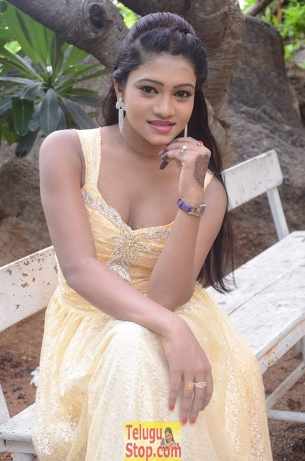 Bannisha new pics- Photos,Spicy Hot Pics,Images,High Resolution WallPapers Download