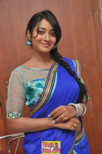 Bhanu sri latest stills- Photos,Spicy Hot Pics,Images,High Resolution WallPapers Download