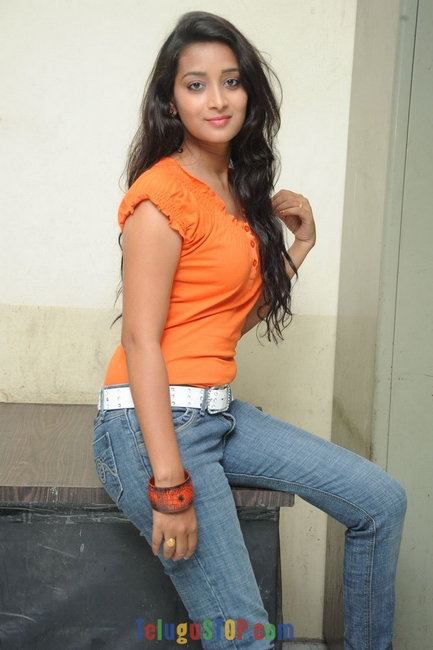 Bhanu sri stills- Photos,Spicy Hot Pics,Images,High Resolution WallPapers Download