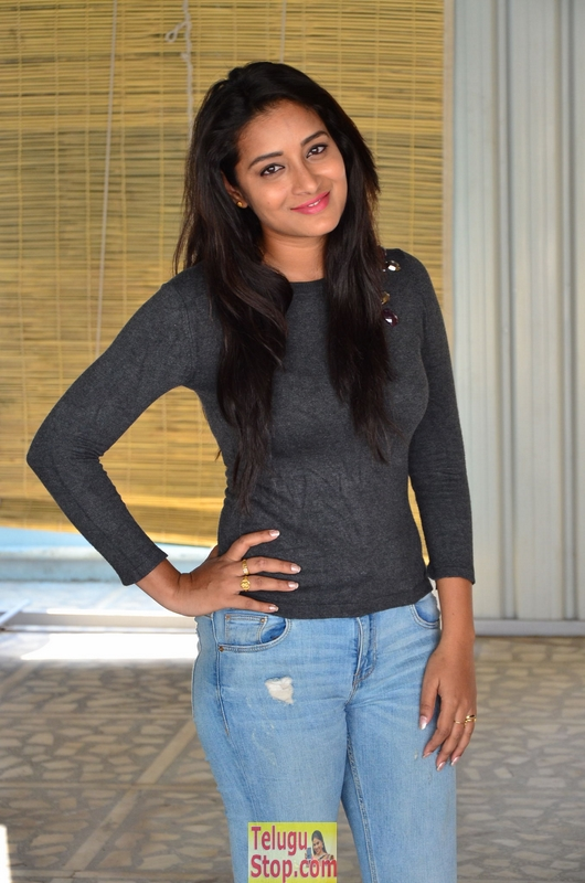 Bhanu tripathri latest pics- Photos,Spicy Hot Pics,Images,High Resolution WallPapers Download