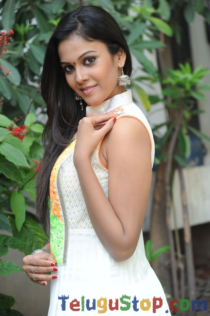 Chandhini latest stills- Photos,Spicy Hot Pics,Images,High Resolution WallPapers Download