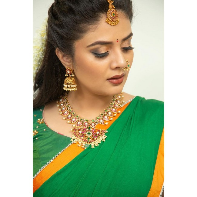 Check out the actress sreemukhi awesome poses-Telugu Actress Sreemukhi, Actress Sreemukhi Awesome Poses, Anchor Srimukhi Instagram, Anchor Srimukhi Mother, Anchor Srimukhi Movies, Anchor Srimukhi Tattoo, Anchor Srimukhi Wiki, Images, Sreemukhi, Sreemukhi Images, Tollywood Actress Sreemukhi Sizzling Images. Actress Sreemukhi Photos,Spicy Hot Pics,Images,High Resolution WallPapers Download