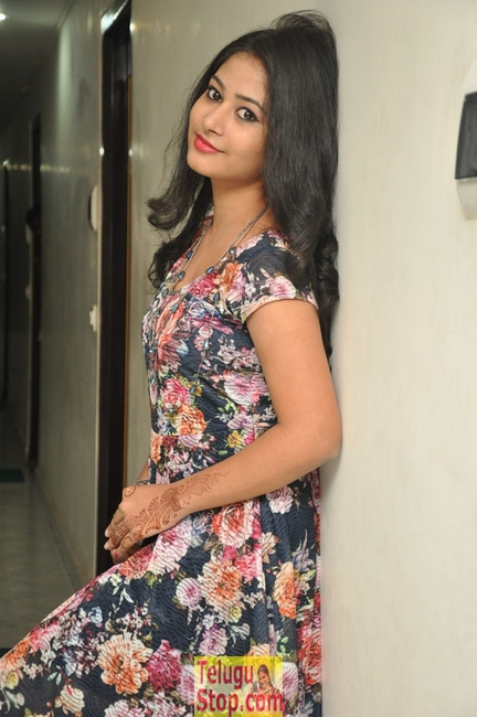 Chinmayi new stills- Photos,Spicy Hot Pics,Images,High Resolution WallPapers Download