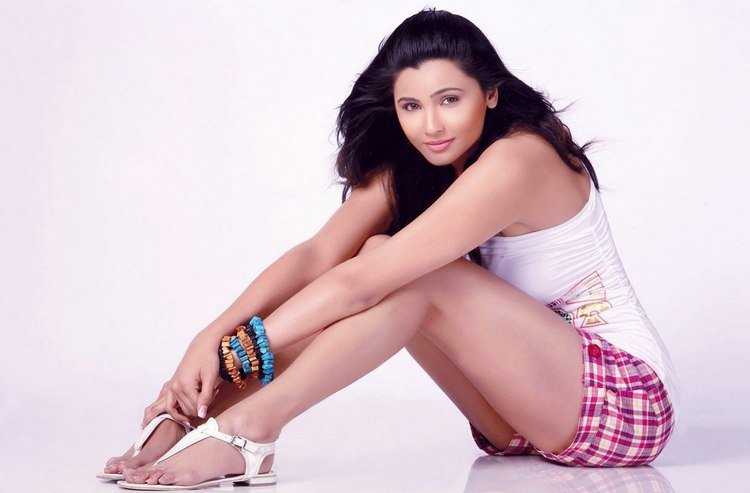 Daisy shah hot pics- Photos,Spicy Hot Pics,Images,High Resolution WallPapers Download