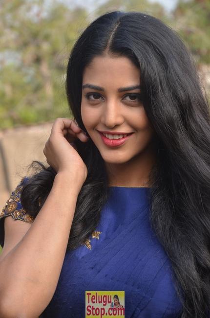Daksha nagarkar new pics- Photos,Spicy Hot Pics,Images,High Resolution WallPapers Download