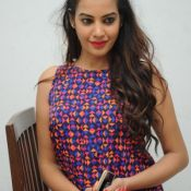 deeksha-panth-latest-pics11