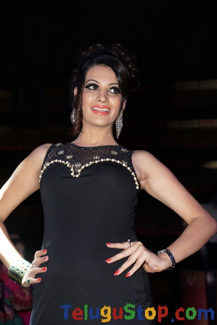 Deeksha Panth Latest Stills-Deeksha Panth Latest Stills--Telugu Actress Hot Photos Deeksha Panth Latest Stills-