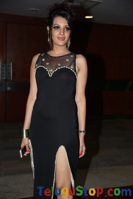 Deeksha panth latest stills 2- Photos,Spicy Hot Pics,Images,High Resolution WallPapers Download