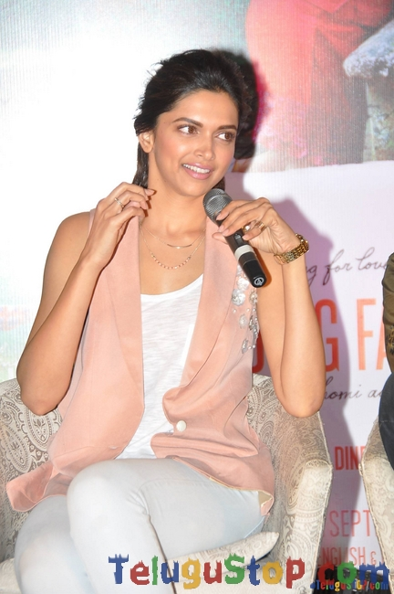 Deepika Padukone Stills-Deepika Padukone Stills--Telugu Actress Hot Photos Deepika Padukone Stills-