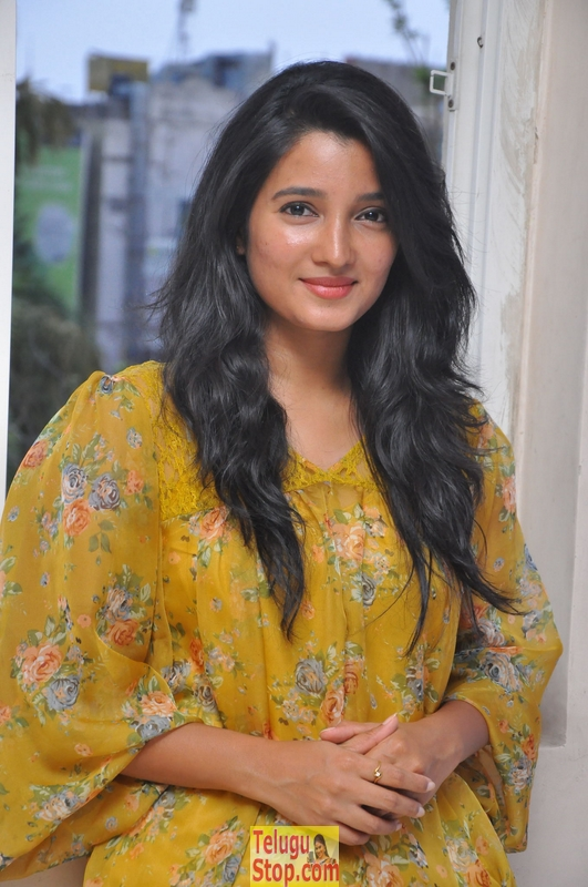 Deepthi shetty latest stills- Photos,Spicy Hot Pics,Images,High Resolution WallPapers Download