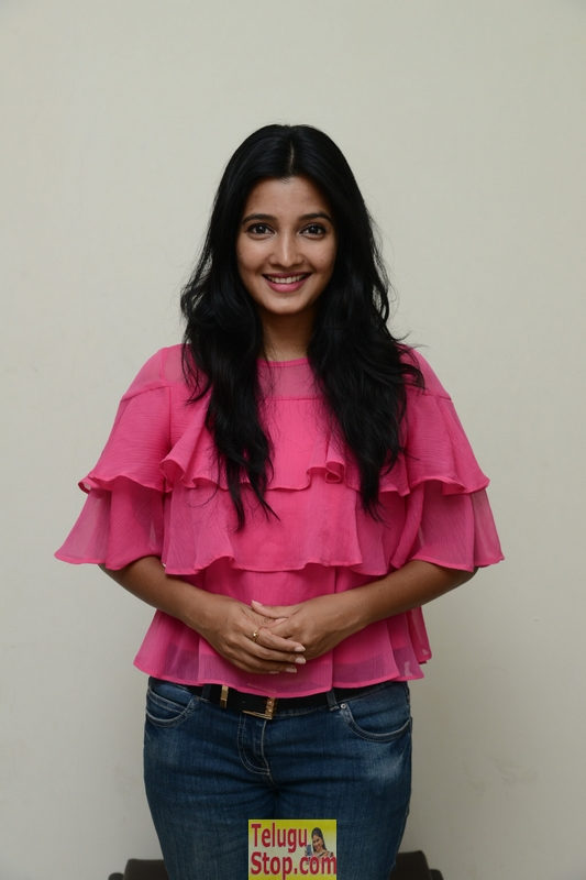 Deepthi Shetty New Stills-Deepthi Shetty New Stills--Telugu Actress Hot Photos Deepthi Shetty New Stills-