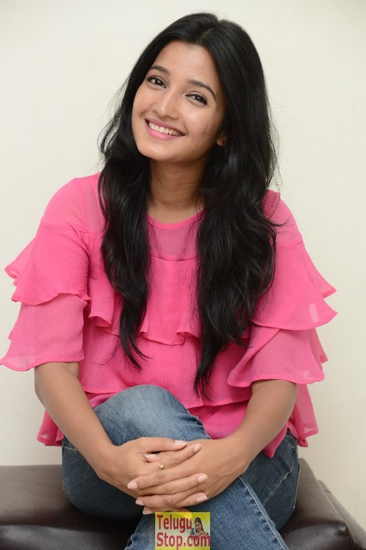 Deepthi shetty new stills 2- Photos,Spicy Hot Pics,Images,High Resolution WallPapers Download