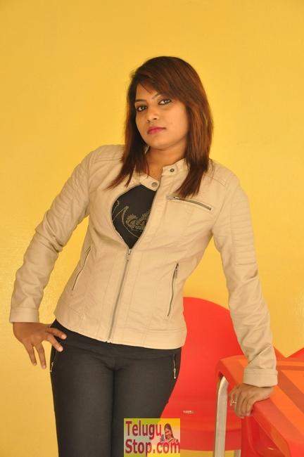 Divya krishna new stills- Photos,Spicy Hot Pics,Images,High Resolution WallPapers Download