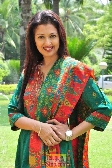 Gautami- Photos,Spicy Hot Pics,Images,High Resolution WallPapers Download