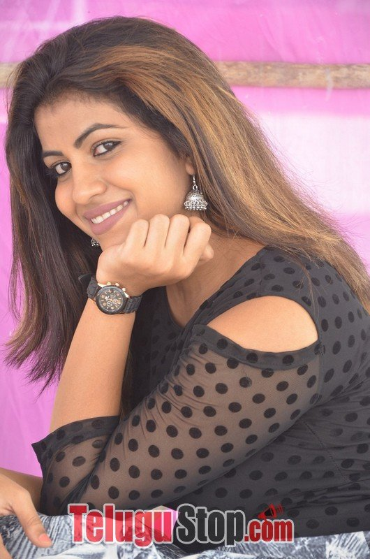 Geethanjali latest stills 2- Photos,Spicy Hot Pics,Images,High Resolution WallPapers Download